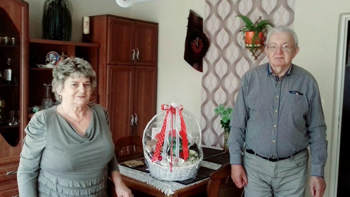 na zdjęciu para małżeńska