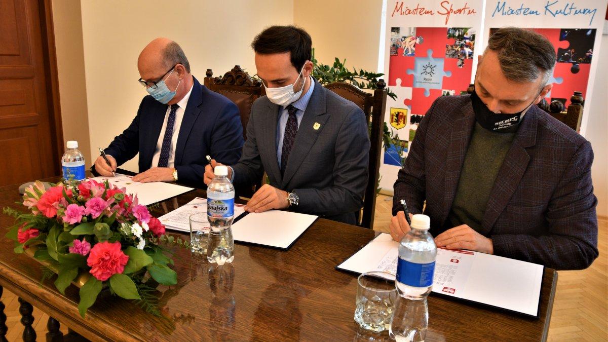 na zdjęciu: Jarosław Radacz Burmistrz Brodnicy oraz Paweł Grzybowski Burmistrz Miasta Rypin i Jarosław Perzyński Burmistrz Miasta Sierpca
