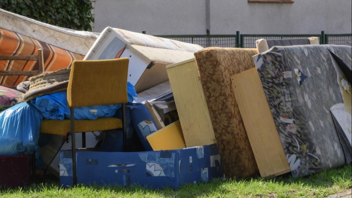 Na zdjęciu wielkogabarytowe śmieci.