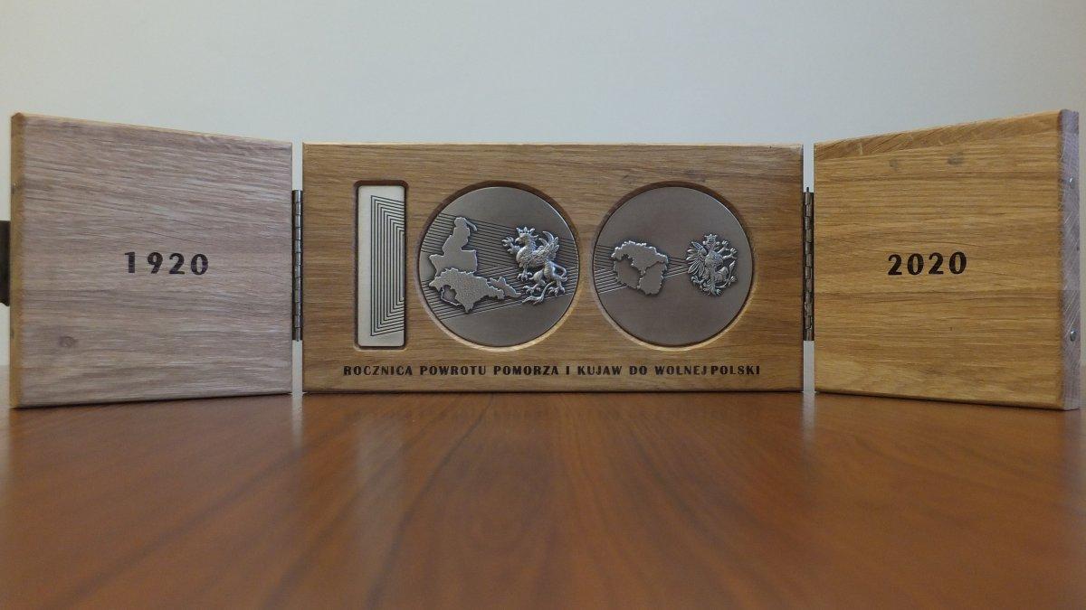na zdjęciu: Medal Stulecia Powrotu Pomorza i Kujaw do Wolnej Polski