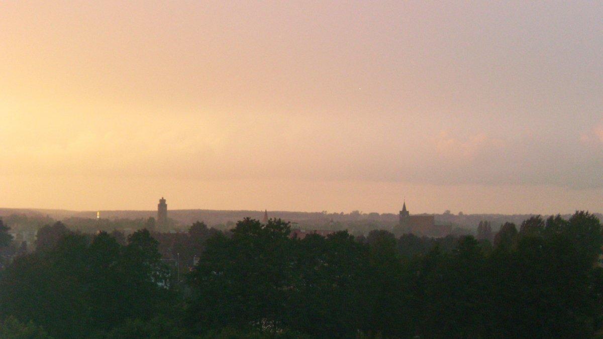 Na zdjęciu panorama Brodnicy we mgle.