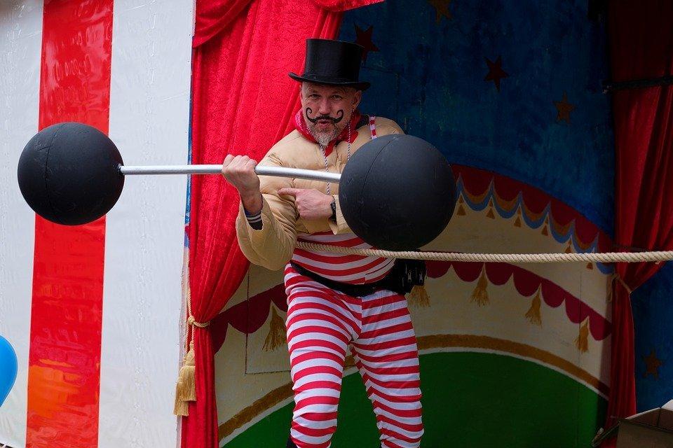 na zdjęciu: siłacz cyrkowy