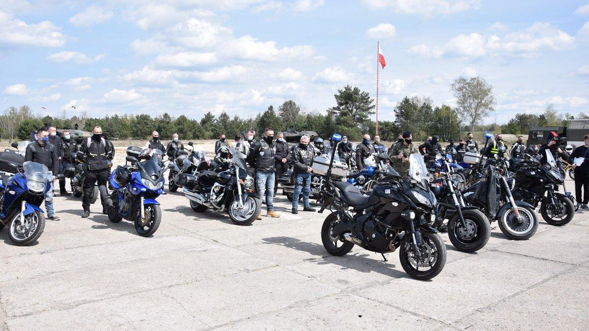 na zdjęciu: uczestnicy Rajdu Motocyklowych Weteranów