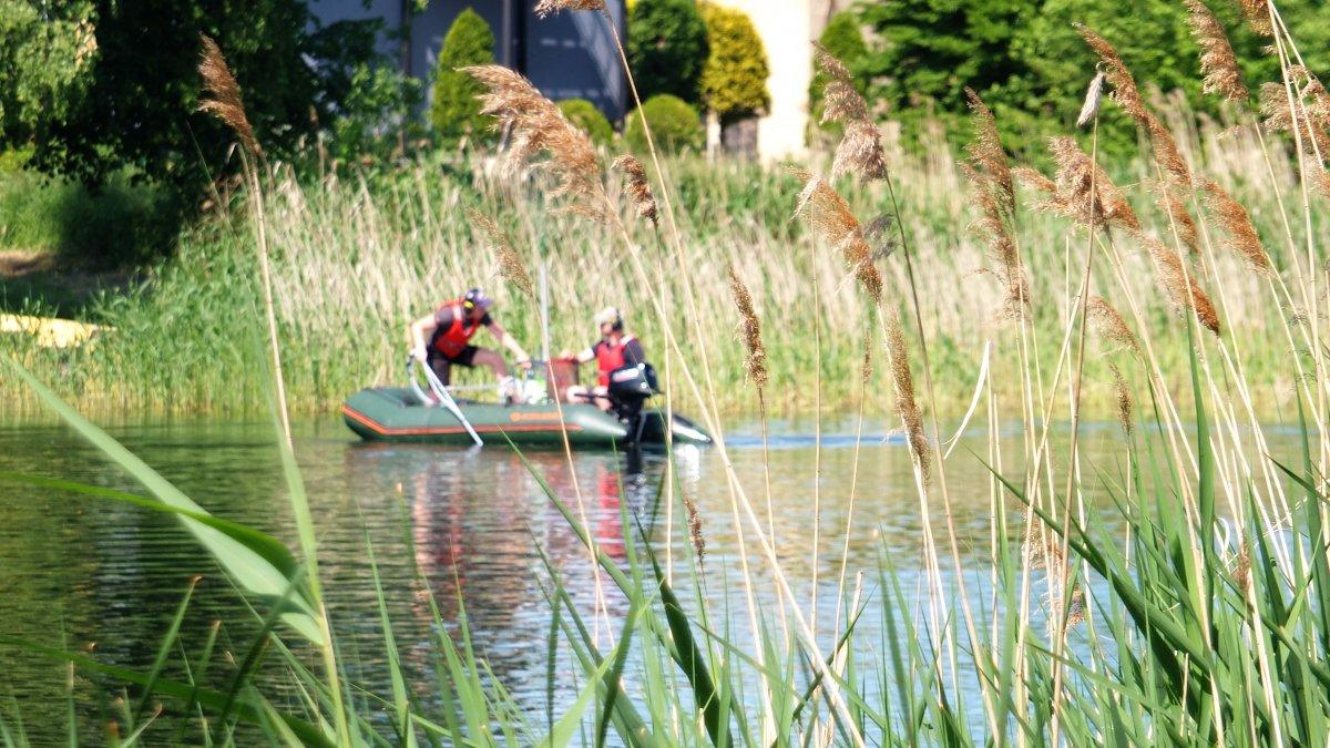 Na zdjęciu wykonywane prace w zakresie poprawy ekosystemu wodnego kąpieliska nad jeziorem Niskie Brodno w Brodnicy