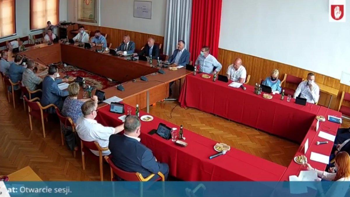 Na zdjęciu radni obradujący podczas Sesji Rady Miejskiej w Brodnicy