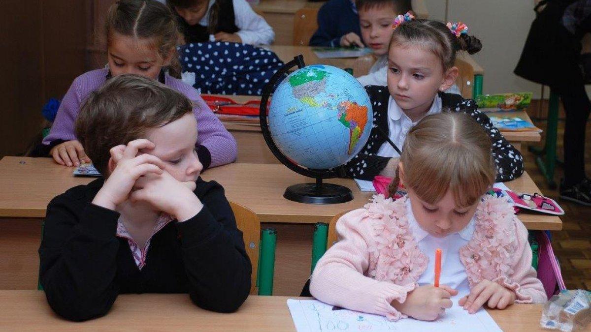 na zdjęciu: dzieci podczas lekcji